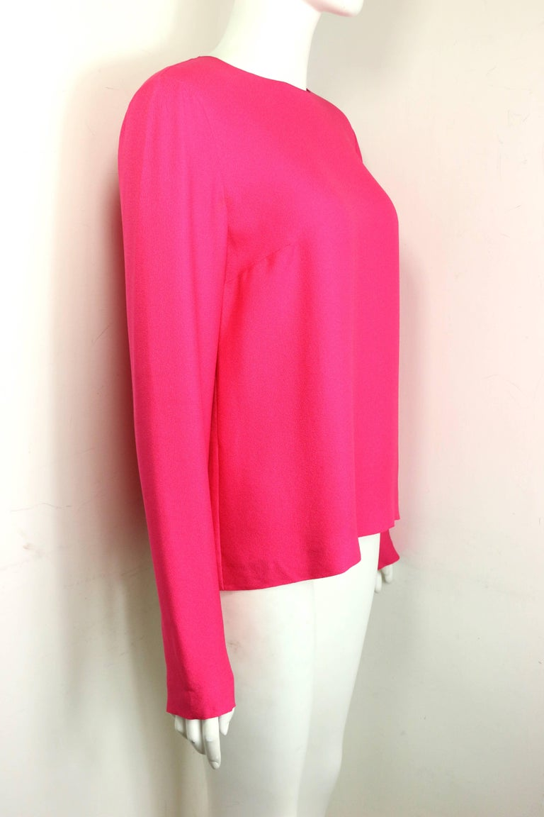 Chanel Fuchsia Pink Silk Shirt with Back Gripoix buttons  In Excellent Condition For Sale In Sheung Wan, HK