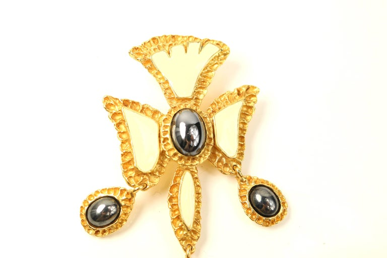 Christian Lacroix Black and White Cross Gold Toned Setting Brooch  In Excellent Condition For Sale In Sheung Wan, HK