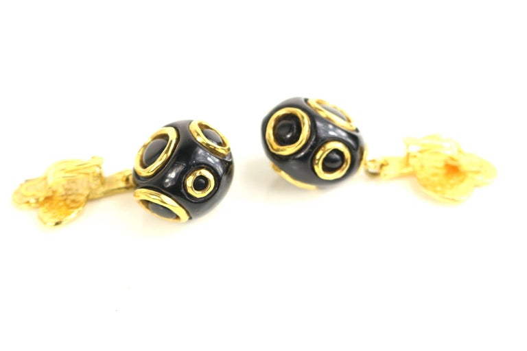 Christian Lacroix Black and Gold-Toned Hardware Clover Clip On Earrings  For Sale 2