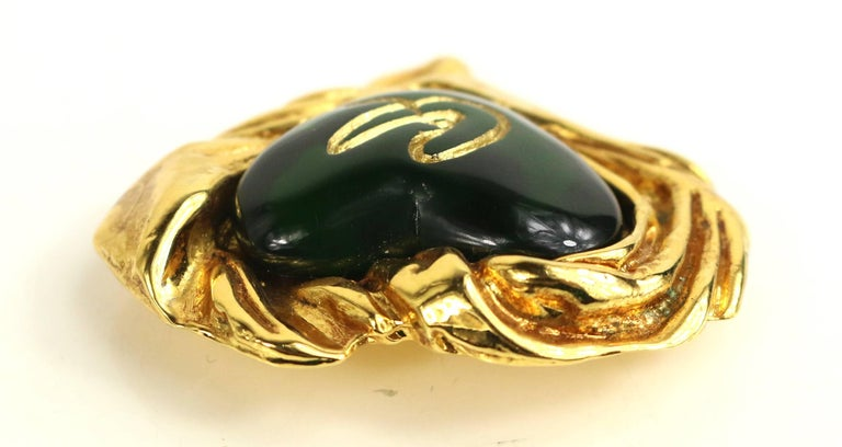 Christian Lacroix Gold Toned Setting Green Gripoix Heart-Shaped Brooch  In Excellent Condition For Sale In Sheung Wan, HK