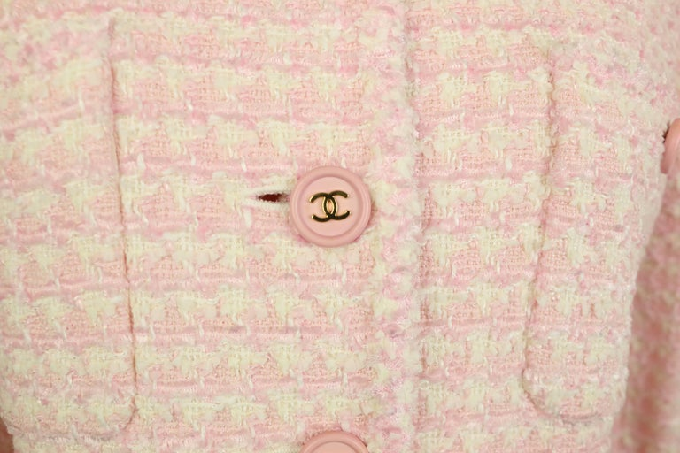 - Vintage Chanel white and pink tweed jacket from 1997 pre-collection.   - Featuring four front pockets, front, and cuff with pink gold-toned