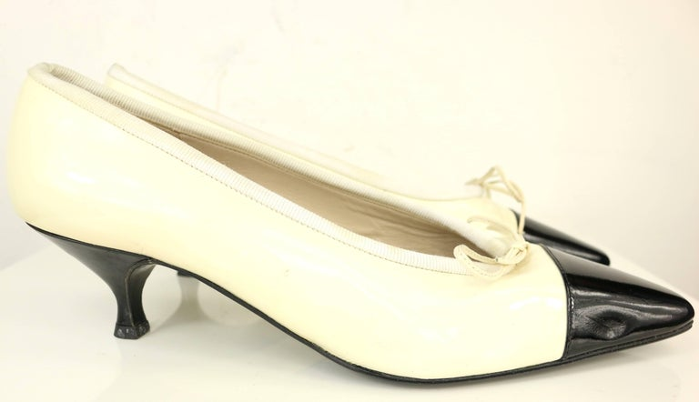 Chanel Black and White Patent Leather with Tied Ribbon Shoes In Good Condition For Sale In Sheung Wan, HK