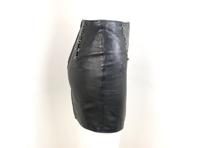 - Vintage 90s Gianni Versace black lambskin leather pencil skirt.   - Featuring silver-toned