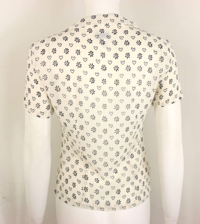 Moschino Jeans White Short Sleeves Shirt with Black Sunflower and Heart Prints In Excellent Condition For Sale In Sheung Wan, HK