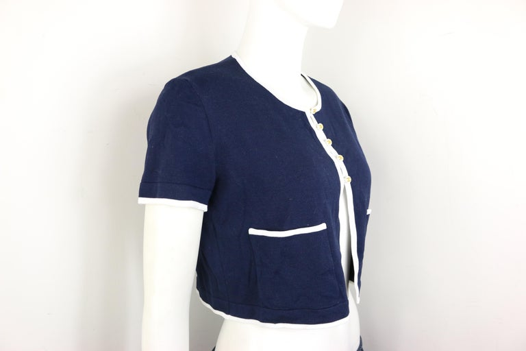 Chanel Navy with White Piping Cotton Knitted Cropped Short Sleeves Cardigan  In New Condition For Sale In Sheung Wan, HK