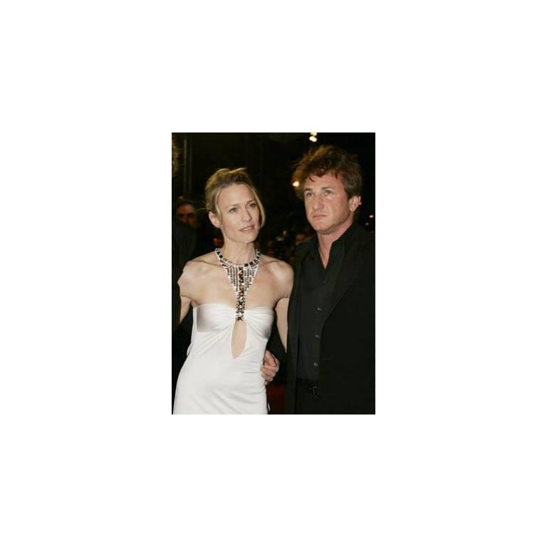 Robin Wright Penn's Heavenly Tom Ford Gucci FW 2004 Collection White Gown! IT 40 5