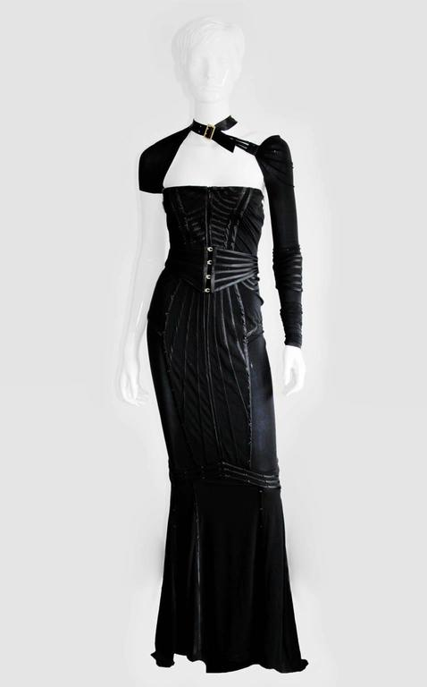 Incredibly Rare & Iconic Tom Ford Gucci FW 2003 Black Silk Corseted Runway Gown 2