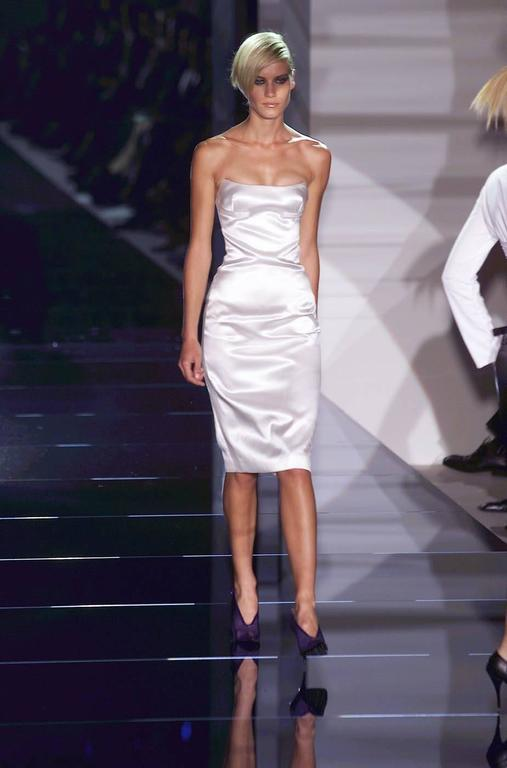 That Iconic Tom Ford Gucci SS 2001 White Silk Corset Runway Dress In Italian 44! 4