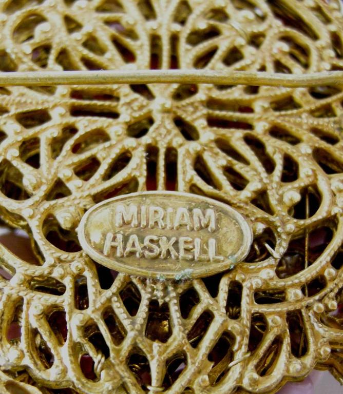 Vintage 1940s Signed Miriam Haskell Coral Glass & Faux Pearl Floral Pin 4