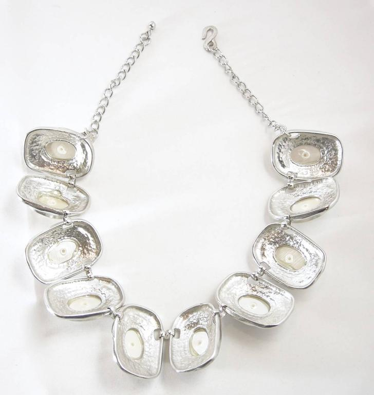 Signed Kenneth Jay Lane Faux Pearl & Silver-Tone Necklace In Excellent Condition For Sale In New York, NY