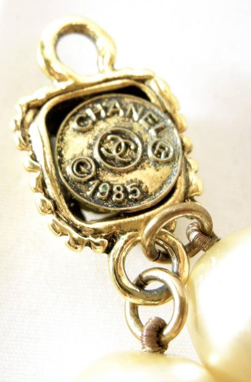 Women's Vintage  Chanel 1985 Multi-Strand Pearl & Gripoix Drop Necklace For Sale