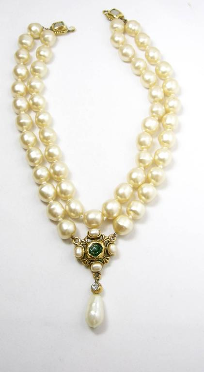 Vintage  Chanel 1985 Multi-Strand Pearl & Gripoix Drop Necklace In Excellent Condition For Sale In New York, NY