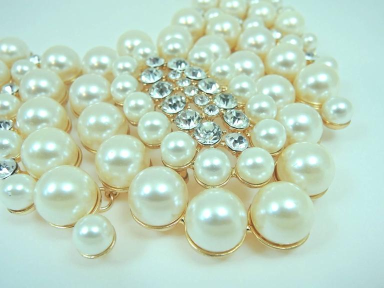 Famous Courrege Chunky Cascading Faux Pearl Statement Necklace 3