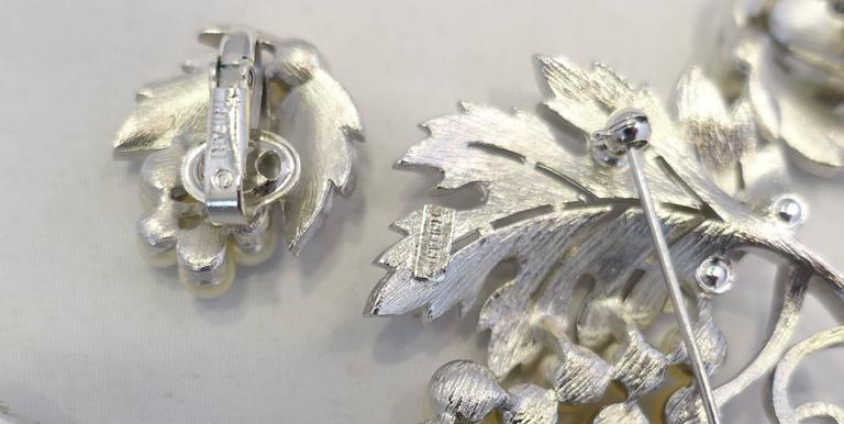 Vintage Highly Collectible 1950s Trifari Leaf Bracelet, Brooch & Earrings Set In Excellent Condition For Sale In New York, NY