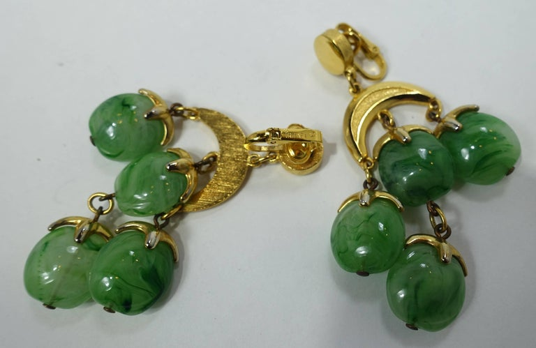 Women's Vintage 1950s Trifari Green Dangling Earrings For Sale
