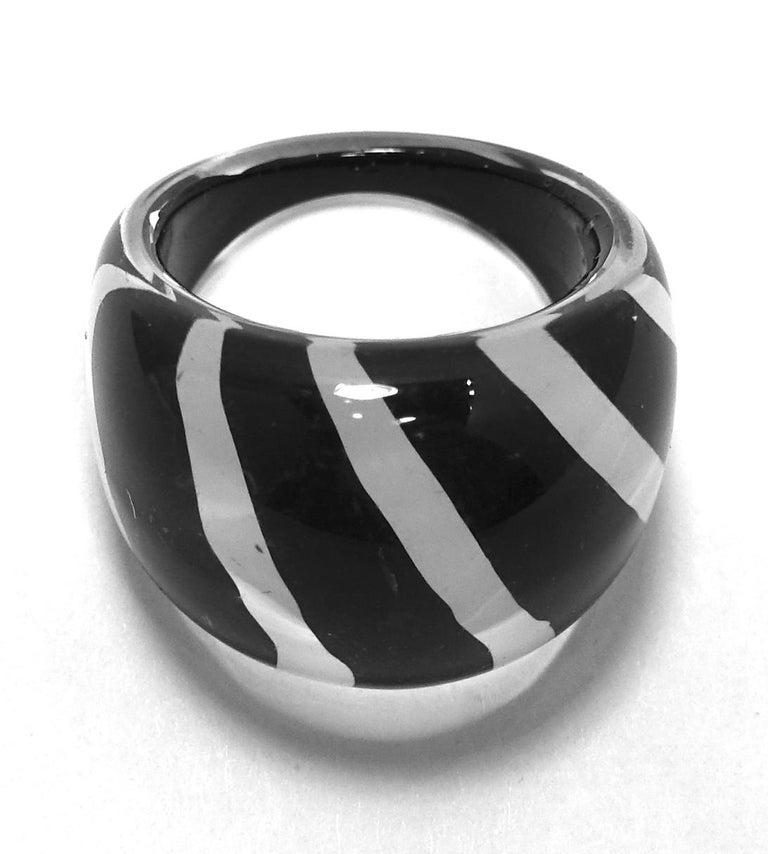 Women's or Men's Vintage 1960s Black & White Stripe Lucite Ring For Sale