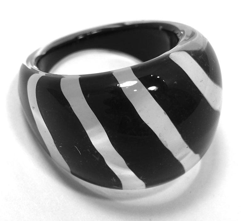 Vintage 1960s Black & White Stripe Lucite Ring For Sale 2