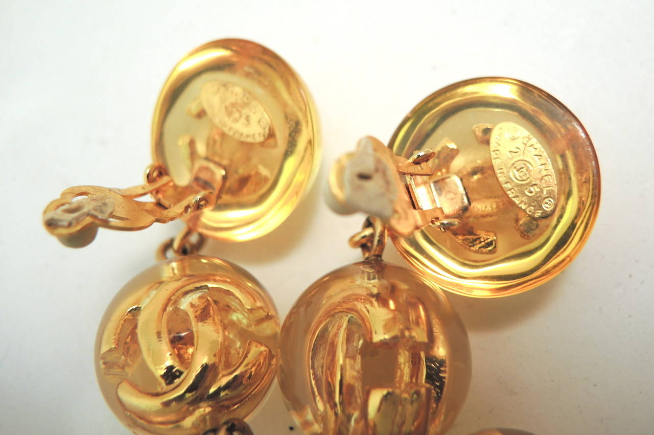 Chanel Season 25 CC Logo Vintage Earrings In Excellent Condition For Sale In New York, NY