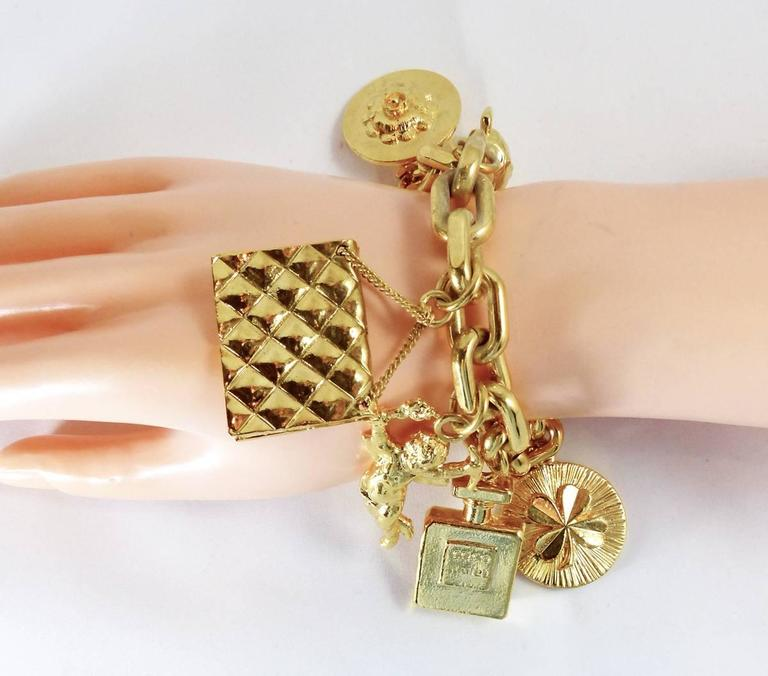 Vintage Chanel Famous Collectible 7 Charms Bracelet In Excellent Condition For Sale In New York, NY