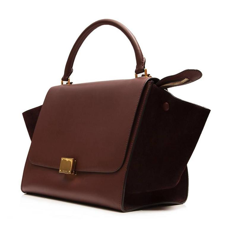 Exuding The Sleek Modernity Of Brand This Céline Tze Handbag Is Crafted From A