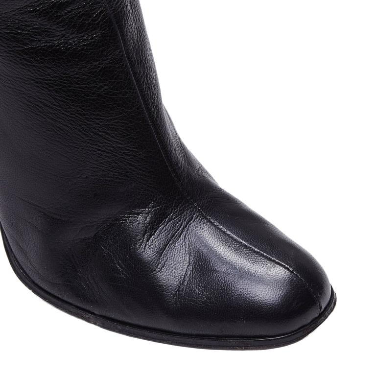 Women's or Men's Gucci by Tom Ford Black Leather Boots For Sale