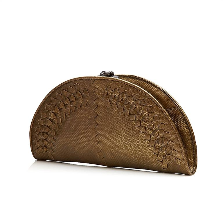 In opulent, deep tones of bronze, this half-moon-shaped clutch from Bottega Veneta is a truly spectacular piece. Showcasing the atelier's luxuriant textiles and meticulous craftsmanship, the clutch bag's textured python skin is manipulated with