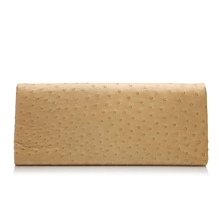 Bottega Veneta Beige Ostrich Leather Clutch Bag In Excellent Condition For Sale In London, GB