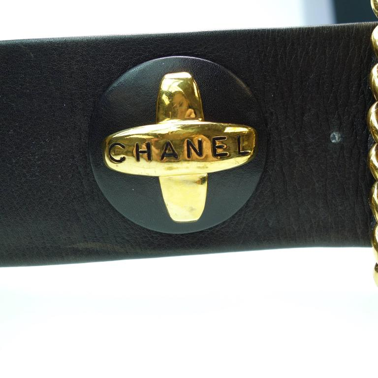 CHANEL 93P Gold CC Logos and Chain Large Buckle Black Belt Vintage 5
