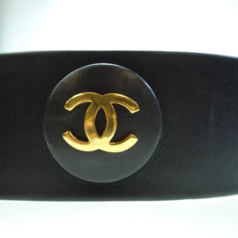 CHANEL 93P Gold CC Logos and Chain Large Buckle Black Belt Vintage 8