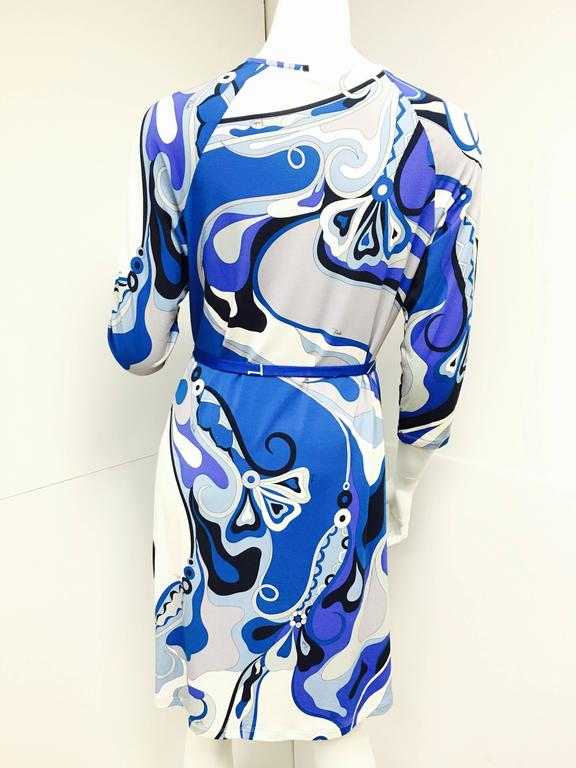 EMILIO PUCCI Italy Blue Print 3/4 Sleeve Bodycon Sheath Dress 46  In Excellent Condition For Sale In Westlake Village, CA