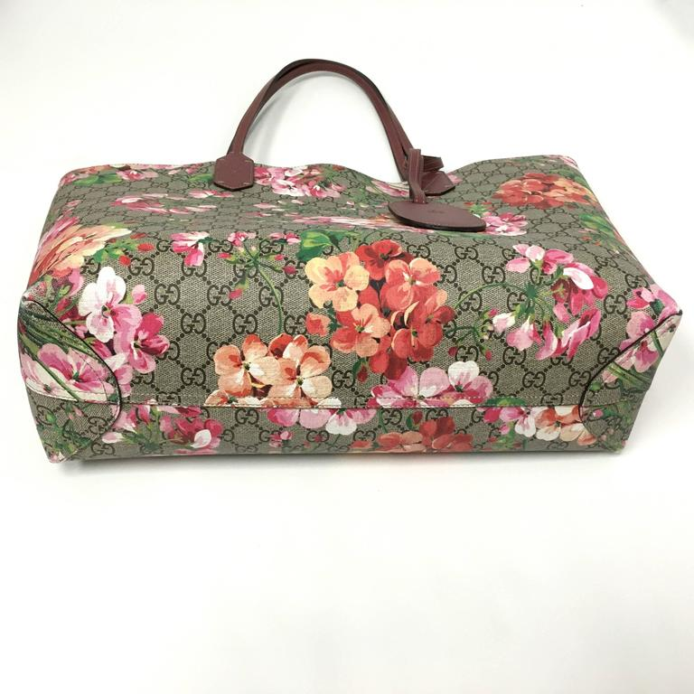 c5c9f37021c0 Featuring Signature GG Blooms print on one side and solid leather on the  other