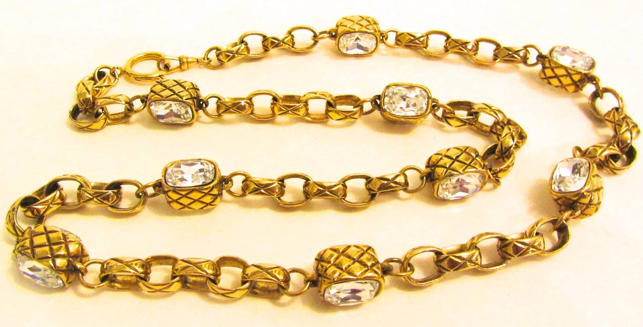 CHANEL Rare necklace - Gold Toned Matelasse - Strass Faceted Crystals - 1980's In Excellent Condition For Sale In Boca Raton, FL