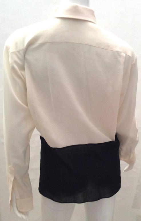 Presented here is a beautiful Hermes blouse that is a true classic. It is a size 40 and is comprised of 68% cotton and 32% silk. It is Hermes Paris and it was made in France. It is in excellent condition although it could probably use a professional