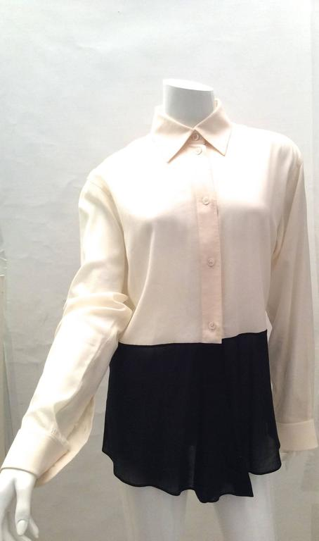 Women's Hermes Silk Blouse - Cream and Navy Classic For Sale