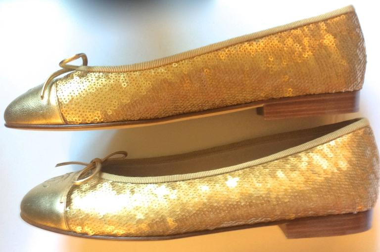 New Chanel Ballerina Flats - Size 37.5 - Gold Sequins with Gold Toe - Rare 3