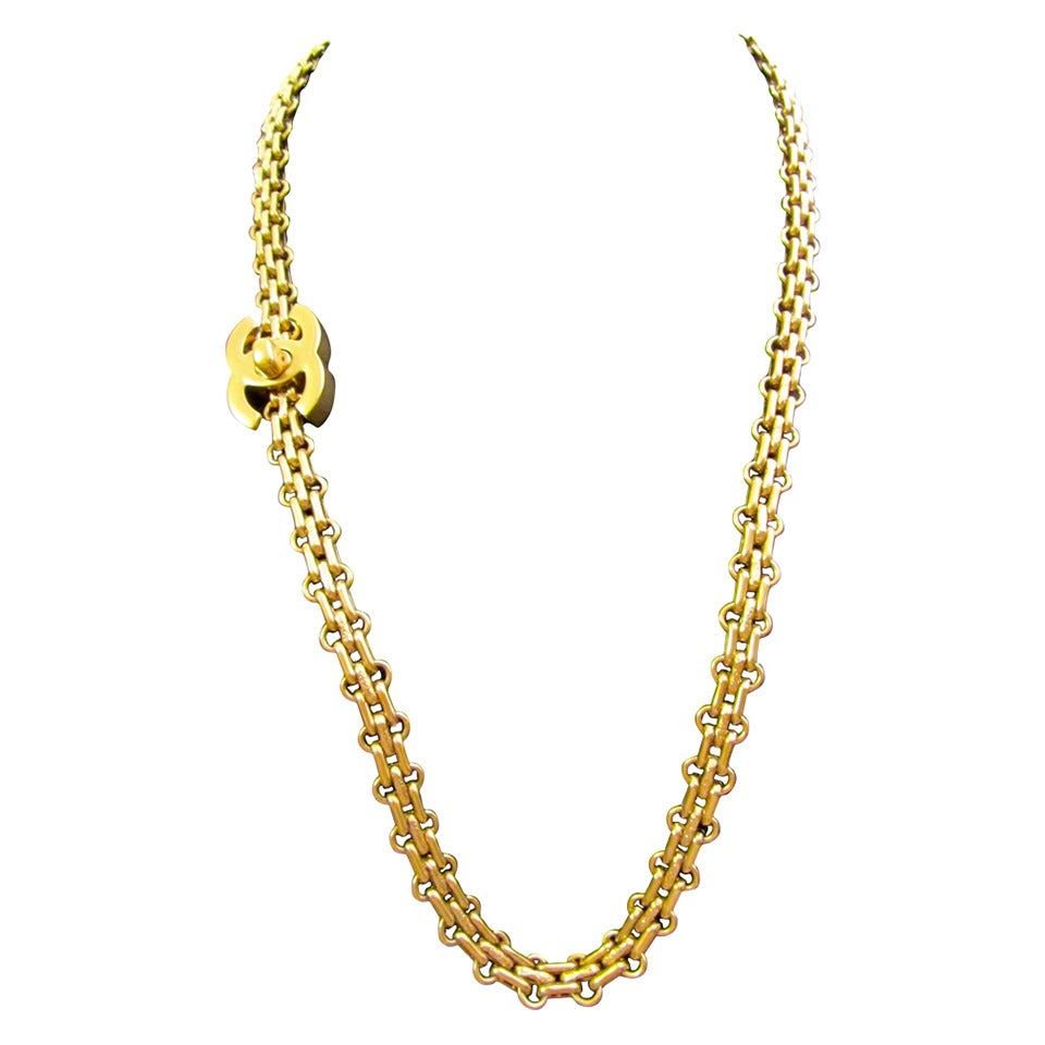 Chanel Necklace - Gold Tone Chain - 2.55 Reissue Design - CC Logo For Sale