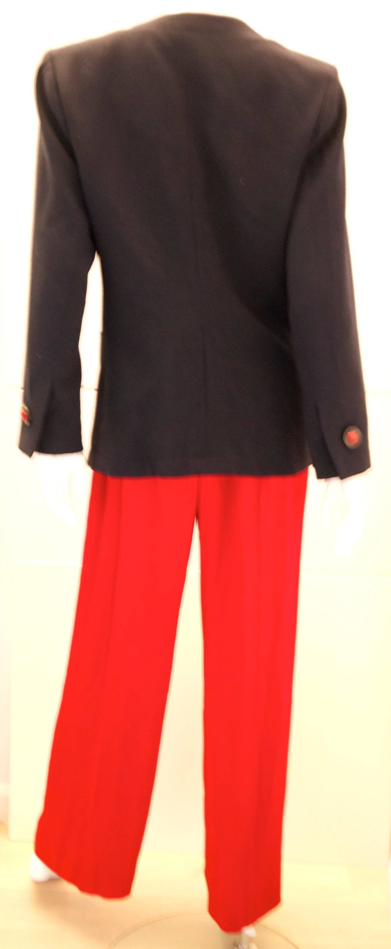 Red blazer, black polka dot blouse, black ankle pants, leopard heels- love the whole outfit Find this Pin and more on How to Rock a Red Blazer by Angela Han. Love all black, accent belt in gold, bright blazer and LOVE the leopard heels.