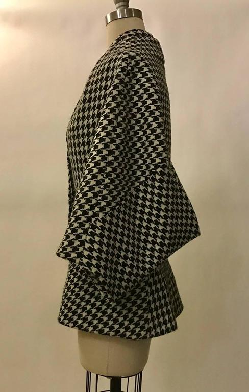 Alexander McQueen 2009 Black and White Houndstooth Kimono Wool Tweed Jacket In Excellent Condition For Sale In San Francisco, CA