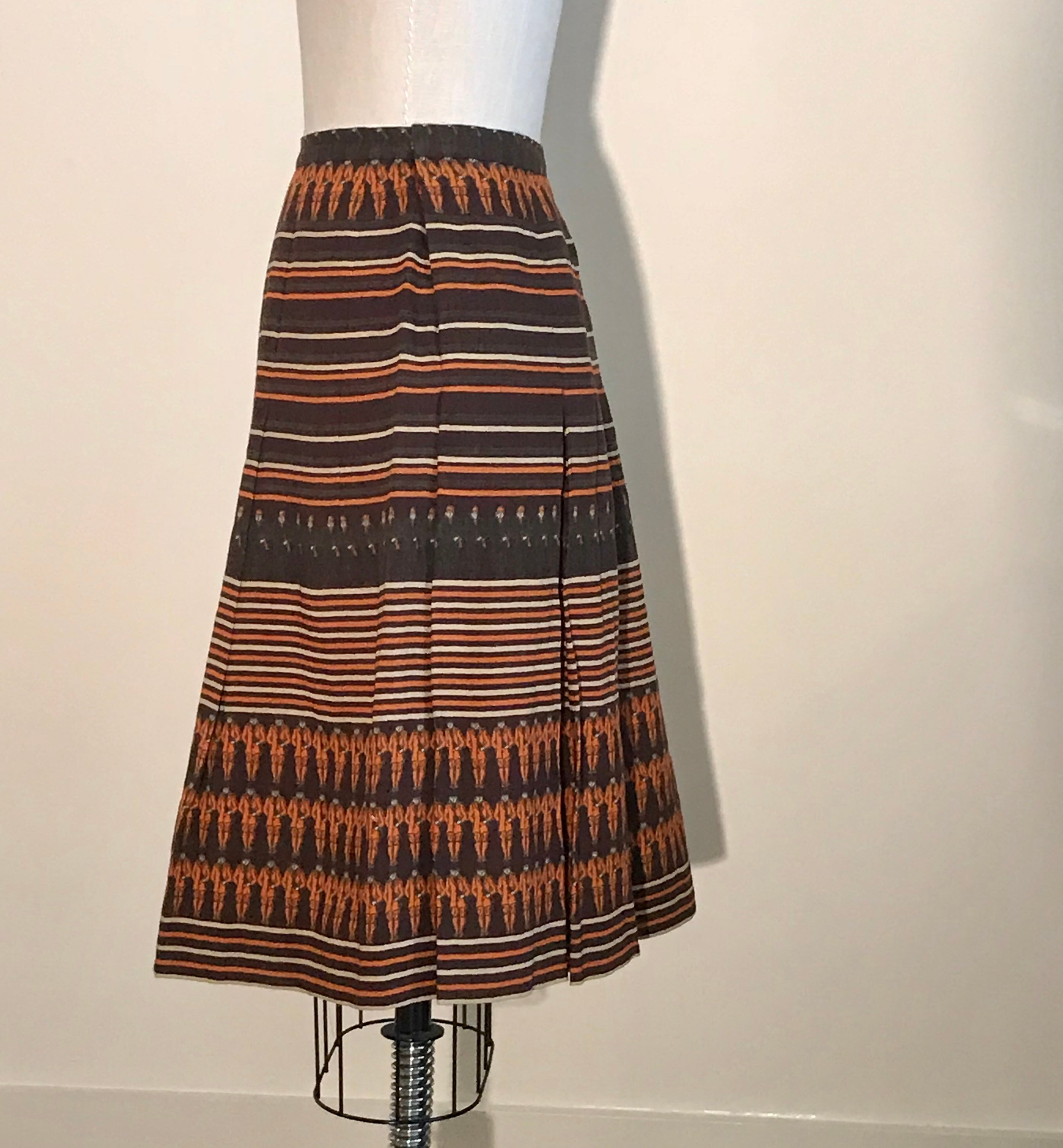 ca296a07d Gucci Vintage Equestrian Rider Brown Orange Cream Stripe Print Pleat Skirt,  1970 For Sale at 1stdibs