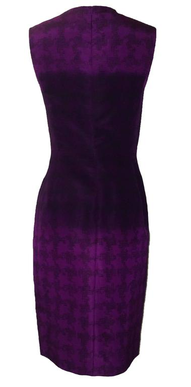 """Oscar de la Renta silk pencil cut cocktail dress in a purple checked houndstooth pattern and ombre mid section. Back zip and hook and eye.  100% silk.  Made in USA.  Size 8. Runs slightly small, see measurements. Bust 34"""". Waist 30"""". Hip"""