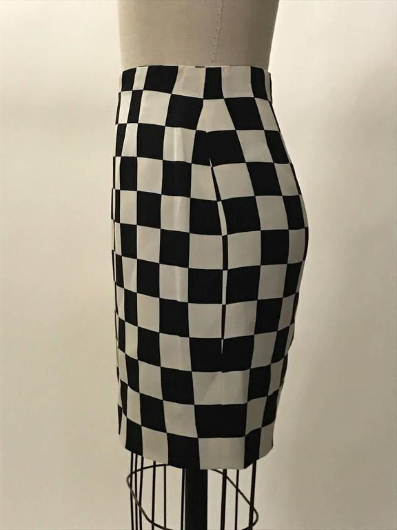 Gianni Versace Couture 1990s Black and White Check Silk Pencil Skirt  In Good Condition For Sale In San Francisco, CA