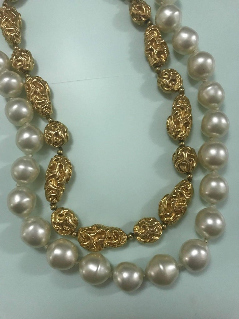 Chanel Vintage 1970s Faux Gold Nugget and Pearl Double Strand Necklace  In Excellent Condition For Sale In San Francisco, CA