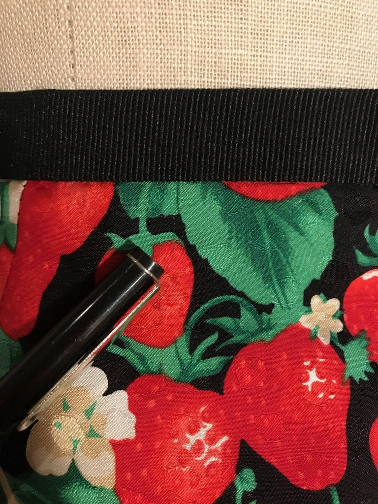 c1ae09d509 Women's Dolce & Gabbana Strawberry Print Silk Pencil Skirt Black and Red  For Sale