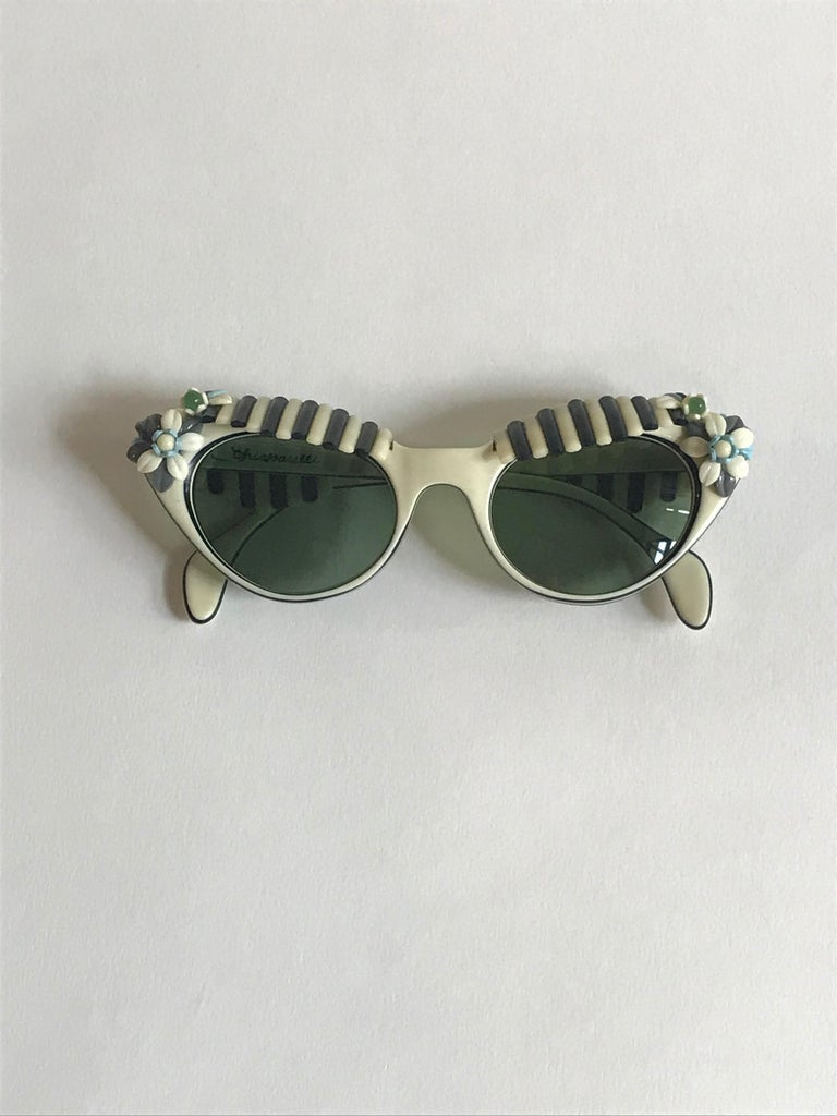 Schiaparelli Cabana Floral Cat Eye Sunglasses in Creamy White and Black, 1950s  For Sale 2