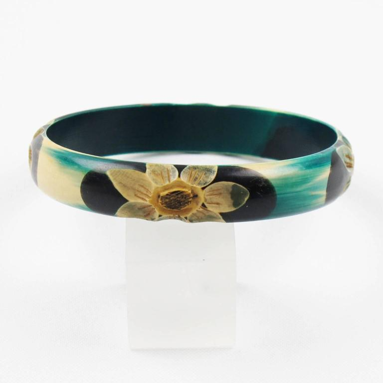 French Art Deco Celluloid Carved Bracelet Bangle Teal Floral Design circa 1925s In Excellent Condition For Sale In Atlanta, GA