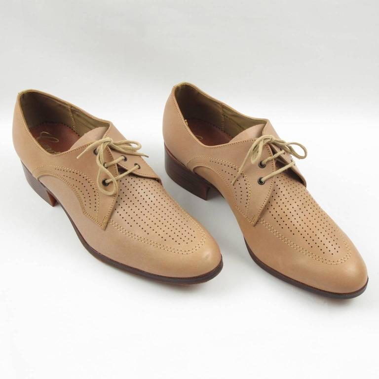 Lovely vintage original 1950s nude leather lace up men shoes. Exceptional quality leather in beige nude color with perforated design on top. Rounded point toe, tall heel and brown leather sole with rubber gripping with visibly no trace of use. Shoe