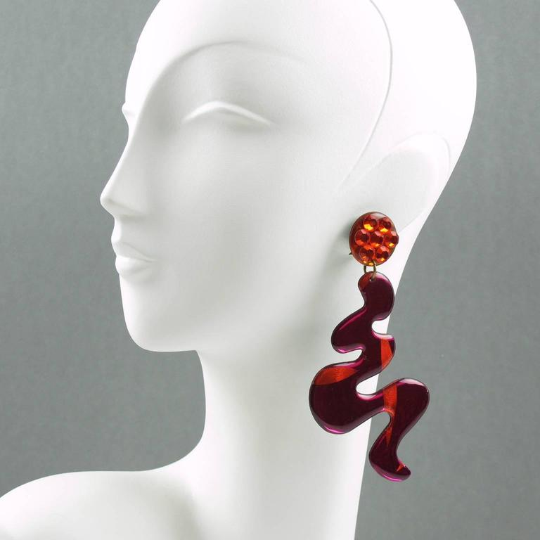 1960s Italian Oversized Space Age Dangling Hot Pink Lucite Clip-on Earrings 2