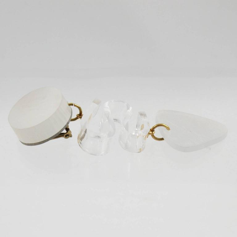 Rare Frosted White Lucite Dangle Clip Earrings by Harriet Bauknight for Kaso For Sale 3