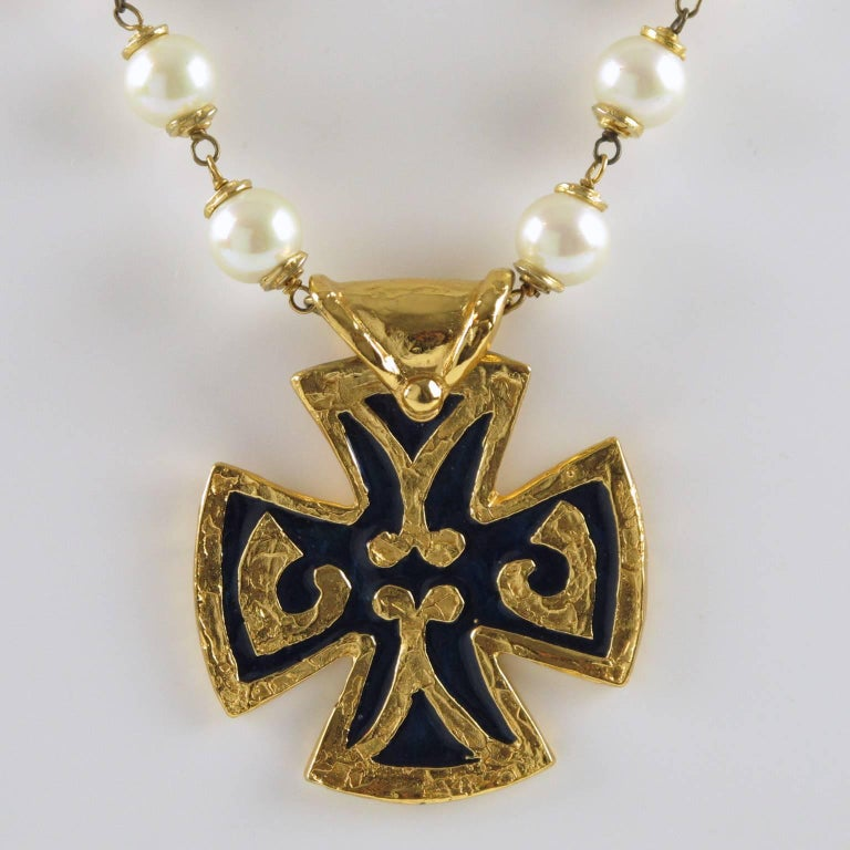Yves Saint Laurent Romantic Necklace Large Cross Pendant Pearl and Enamel In Excellent Condition For Sale In Atlanta, GA