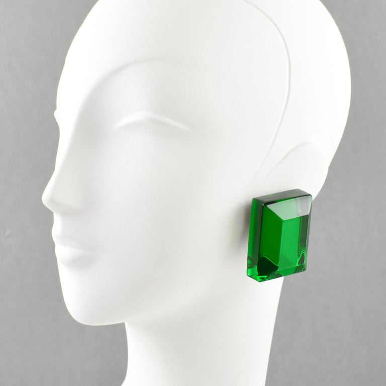 Stunning oversized Lucite clip on earrings designed by Harriet Bauknight for Kaso. Huge dimensional rectangular shape featuring multi-layer with emerald green mirror textured pattern. Note the intense color is achieved with multilayers lamination